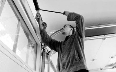 5 Things to Check Before Hiring a Garage Door Repair Service